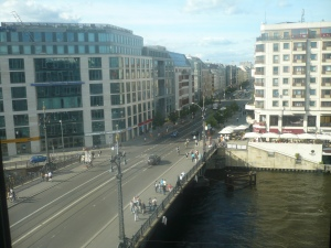 Puente de Weidendamm, Friedrichstrasse y río Spree. Foto: G.H.